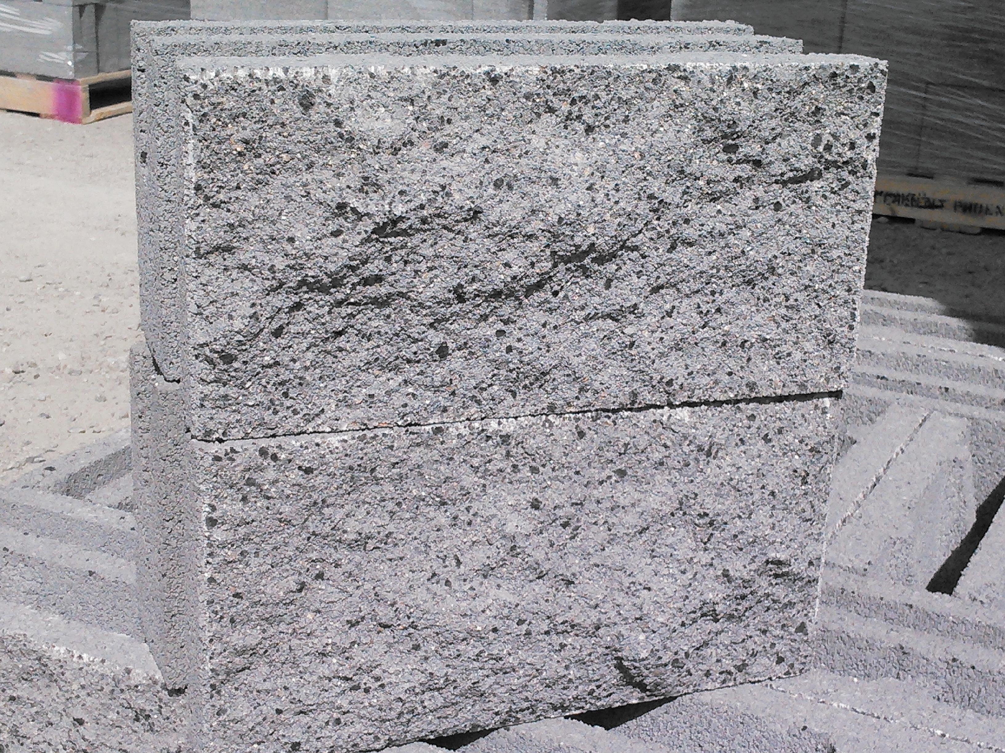 Granite Faced Blocks : Split face omni block is made in prescott omniblock